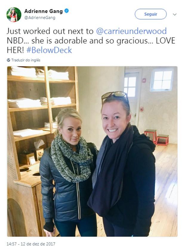 Encontro entre Adrianne e Carrie (Foto: Reprodução/Twitter)