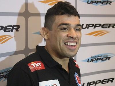 Renan Barão Upper (Foto: Marcelo Barone/ globoesporte.com)