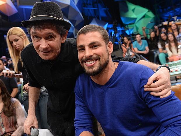 O ator posa ao lado do amigo e apresentador Serginho Groisman (Foto: Zé Paulo Cardeal / TV Globo)