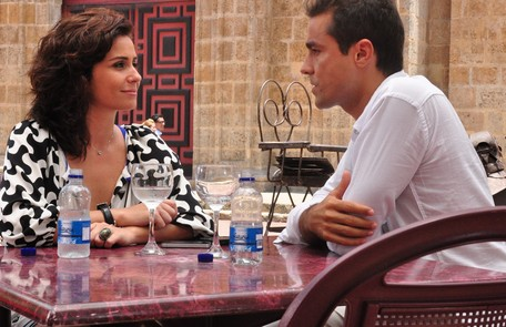 Em cena com Ricardo Pereira, com quem formou um par romântico na novela 'Aquele beijo', de Miguel Falabella Estevam Avellar/ TV Globo