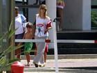 Carolina Dieckmann leva o filho José para gravação de 'Salve Jorge'