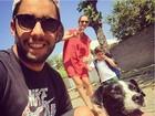 Luana Piovani e Pedro Scooby levam o filho mais velho para a escola