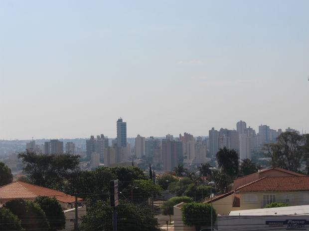 Céu de Campo Grande na tarde deste domingo (24) (Foto: Mirian Machado/ G1 MS)