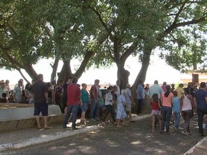 Velório de Tabapuã ficou lotado de parentes e amigos  (Foto: Reprodução/TV TEM)