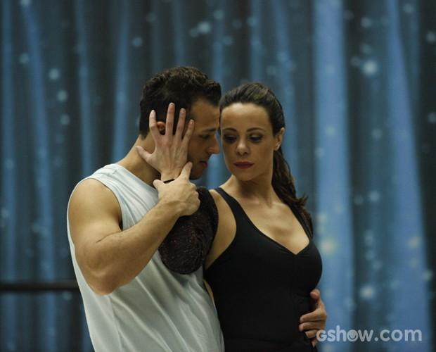 Vanessa Gerbelli em ensaio com o professor Deny Ronaldo (Foto: Raphael Dias/ TV Globo)