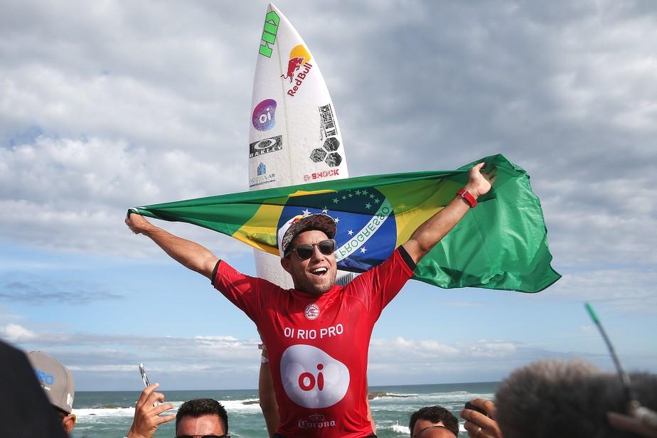 Na cola do líder, Mineirinho evita falar em briga pelo bi mundial: