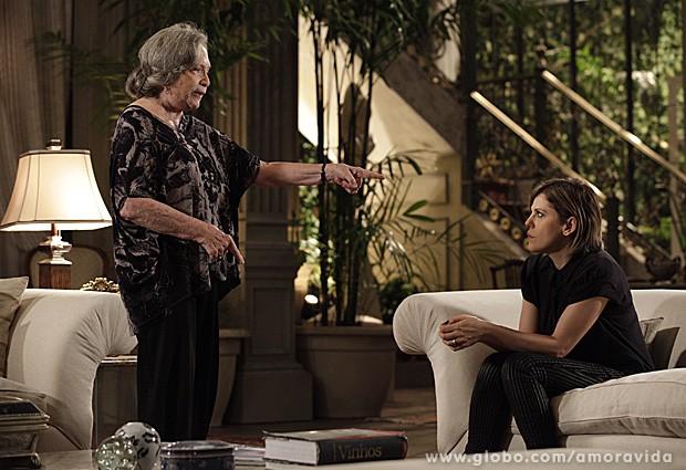 Bernarda dá bronca em Edith (Foto: Amor à Vida / TV Globo)