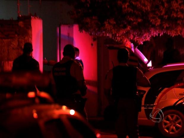 Polícia Militar negociou com os criminosos e três deles se entregaram (Foto: Reprodução/ TVCA)