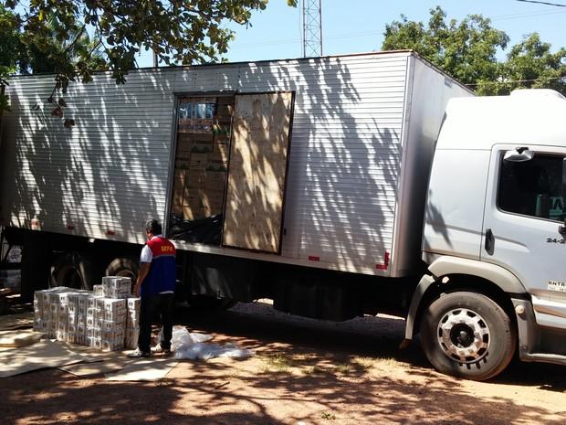 Sefa apreende 1500 latinhas de cerveja sem nota fiscal, em Marabá. (Foto: Divulgação/Sefa)