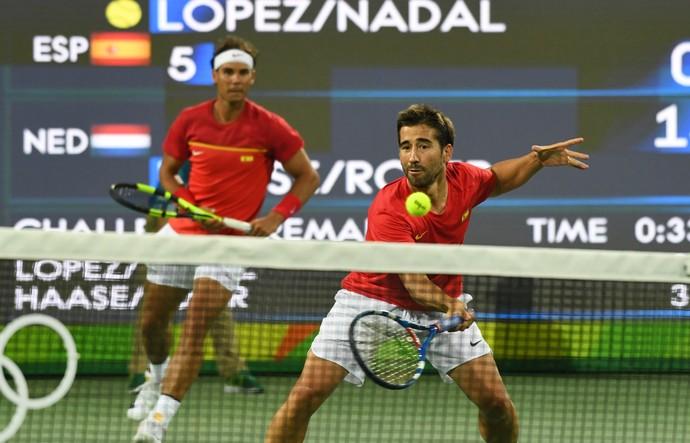 Rafael Nadal e Marc López (Foto: AFP)