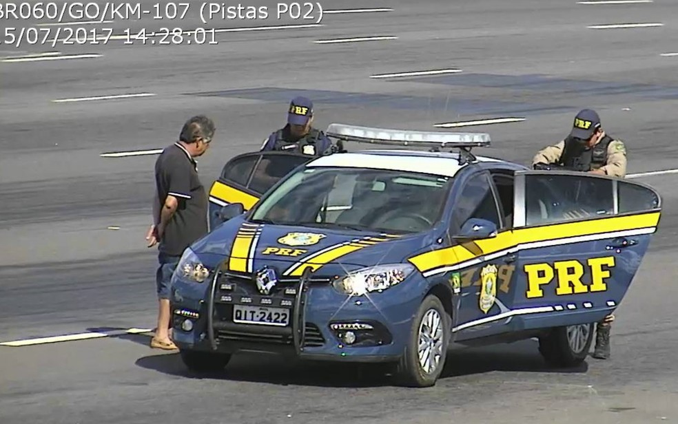 Homem foi preso no km 107 da BR-060, em Goianápolis, Goiás (Foto: Divulgação/PRF)