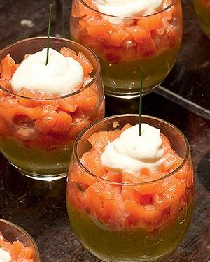 Verrine de tartar de salmão com abacate e laranja confit (Foto: Ricardo Corrêa/Editora Globo)