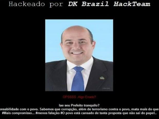 Mensagem faz críticas ao prefeito de Fortaleza, Roberto Cláudio (Foto: Reprodução)