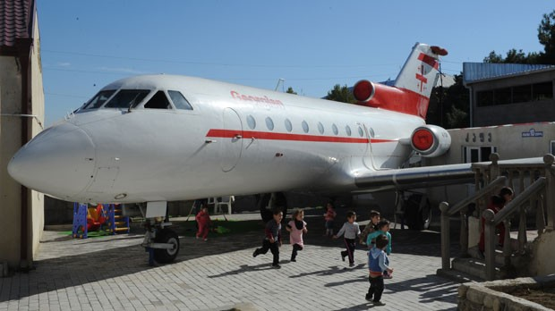 Aeronave foi comprada por diretor de escola em Rustavi. (Foto: Vano Shlamov/AFP)
