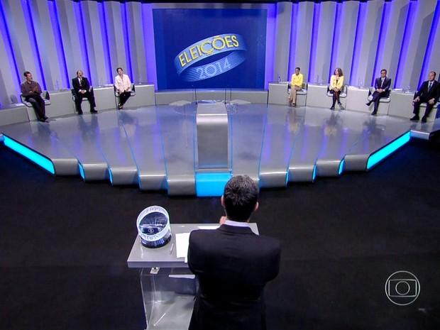 Candidatos aguardam o inicio do debate no estúdio (Foto: Reprodução/TV Globo)