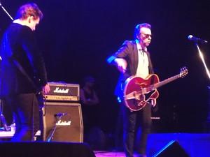 Marcelo Nova ao lado do filho, o guitarrista Drake Nova. (Foto: Giuliano Siqueira)