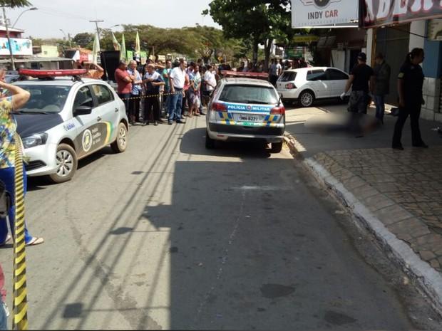 Idosa morre esfaqueada por ladrão ao se recusar a entregar bolsa, em Goiânia, Goiás (Foto: Guilherme Mendes/ TV Anhanguera)