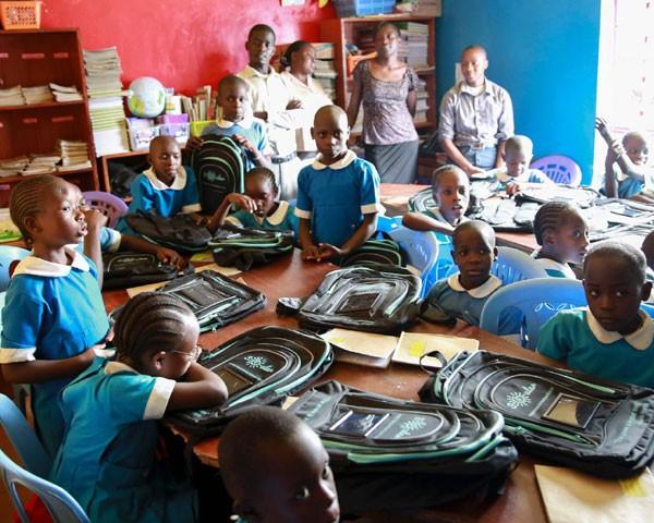 500 crianças na zona rural da África já recebeu a mochila (Foto: Divulgação)