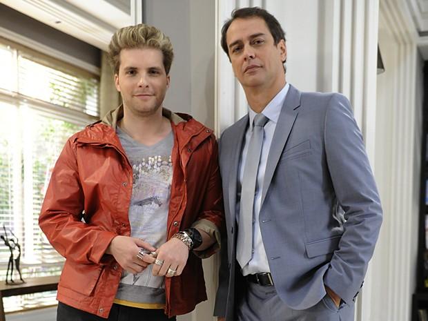 Personagem de Antony é um bissexual casado com um homem (Foto: Divulgação TV Globo)
