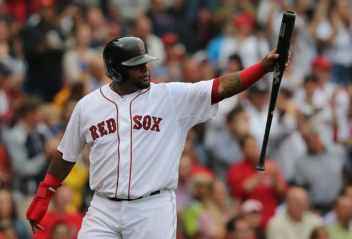 Pablo Sandoval, da terceira-base do Red Sox, durante jogo em que foi flagrado usando smartphone (Foto: Getty Images)