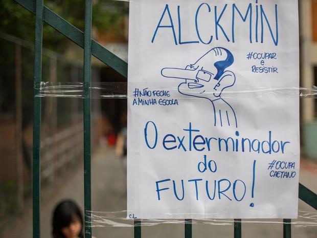 Alunos da Escola Estadual Caetano de Campos protestam contra a reorganização escola (Foto: Victor Moriyama/G1)