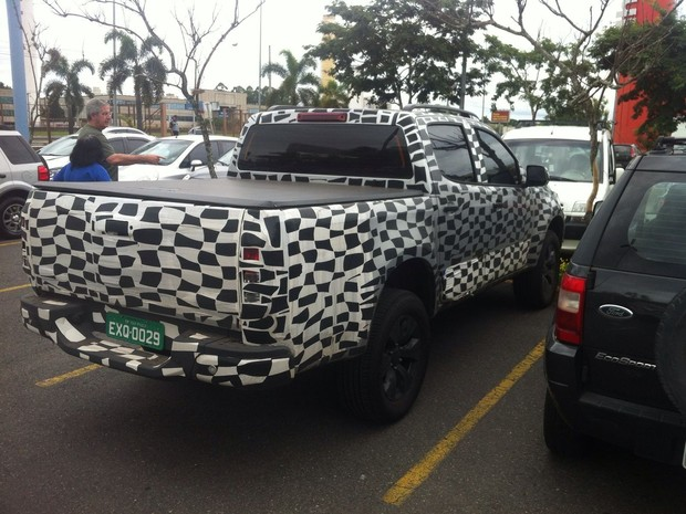 Carro estava estacionado em supermercado (Foto: Arquivo pessoal/Elisson Nogueira Amaral)