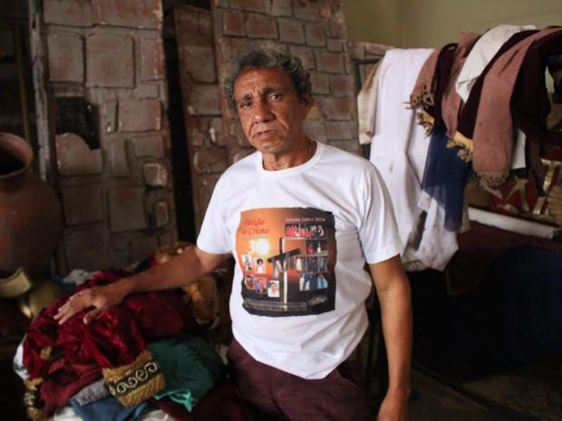 Elinaldo Nunes, diretor do Grupo de teatro do Monte Castelo trabalha há mais de 30 anos com apresentações.  (Foto: Junior Feitosa/ G1 PI)