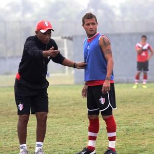 Everton Joinville e Maria (Foto: José Carlos Fornér/JEC)