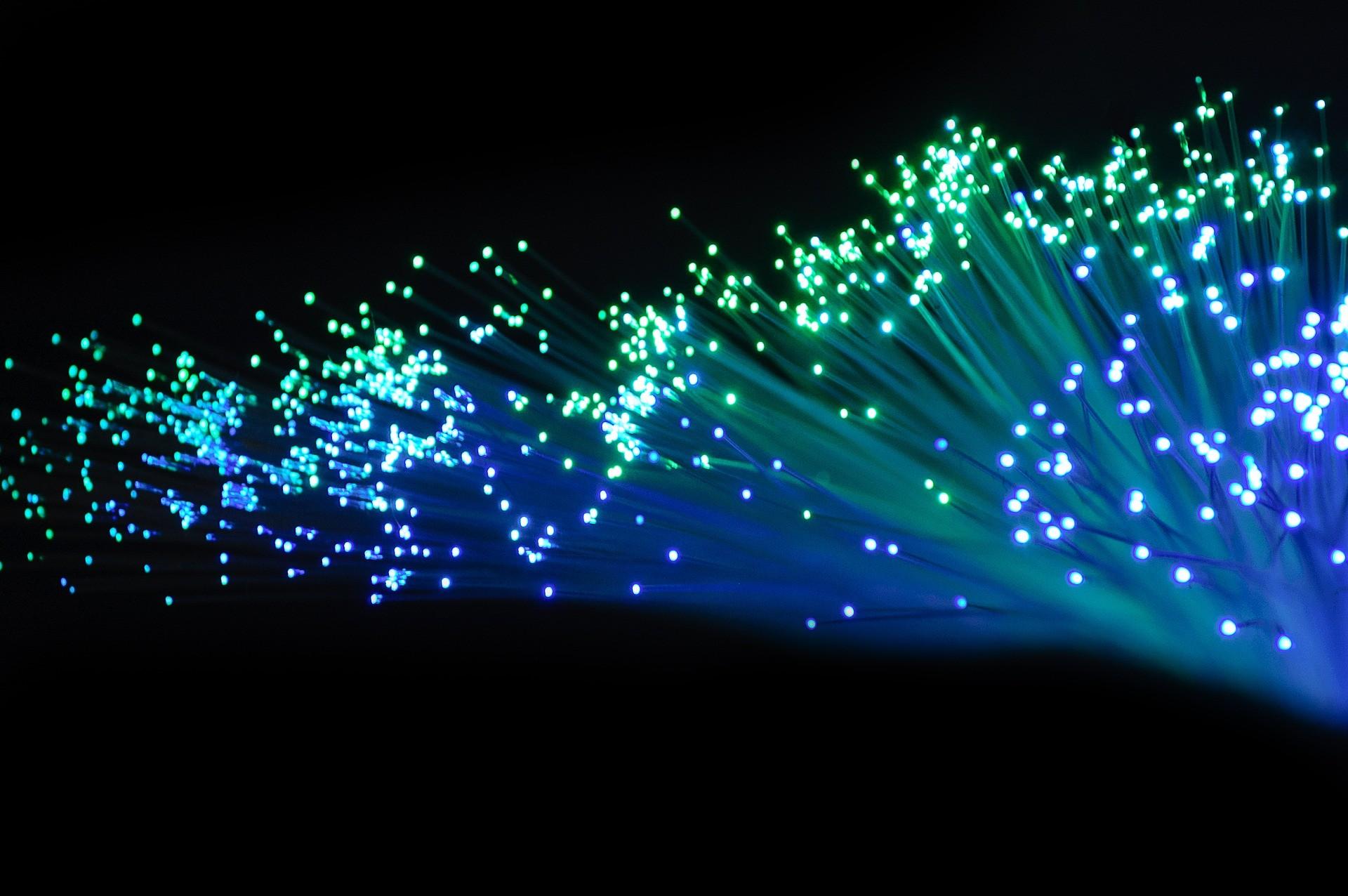 Fibra óptica  (Foto: Pixabay)