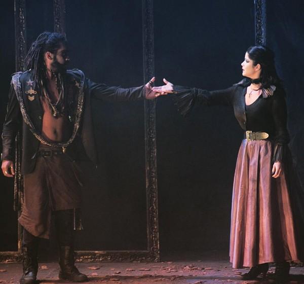 """Samara Felippo durante a peça """"Otelo"""", de William Shakespeare (Foto: Reprodução / Instagram)"""