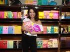 Thalita Rebouças passeia pela Bienal do livro em SP: 'Amo!'