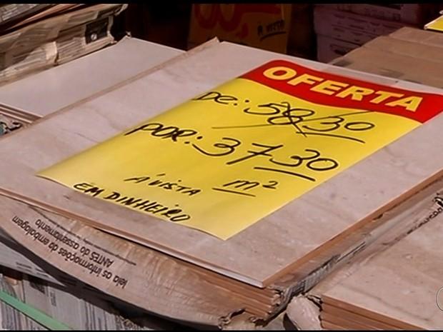 Crise econômica atinge lojas de materiais de construção em Itumbiara, em Goiás (Foto: Reprodução/TV Anhanguera)