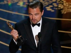 Leonardo DiCaprio recebe Oscar de melhor ator por 'O regresso''