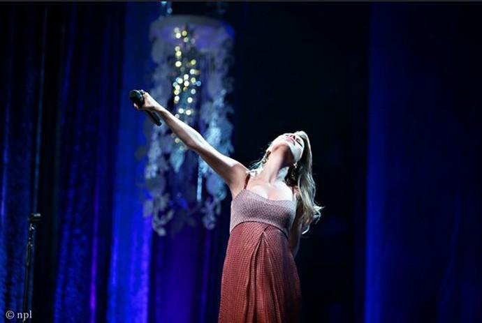 Sandy em um show grávida de Theo, há mais de dois anos (Foto: Divulgação / Noely Lima)