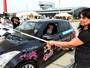 Cegos e surdos disputam corrida de carros na Polônia