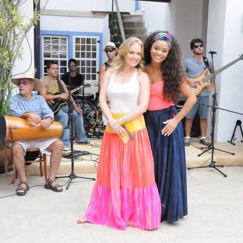 Angélica e Juliana Alves em gravação em Paraty (Foto: Deborah Montenegro/TV Globo)