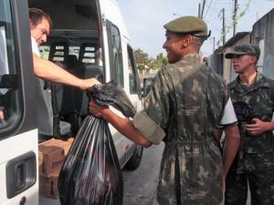 Atiradores do Tiro de Guerra começaram as coletas por volta das 8h30, em César de Souza. (Foto: Guilherme Berti/ Prefeitura de Mogi)