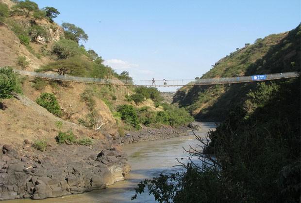 Ponte no Rio Nilo Azul, na Etiópia, precisou ser reconstruída anos após ser o local do primeiro projeto da organização (Foto: Bridges to Prosperity)