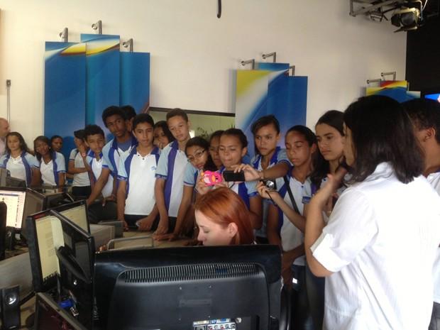 Estudantes da Escola Comunitária Educando (Foto: Clarissa Carramilo/G1)
