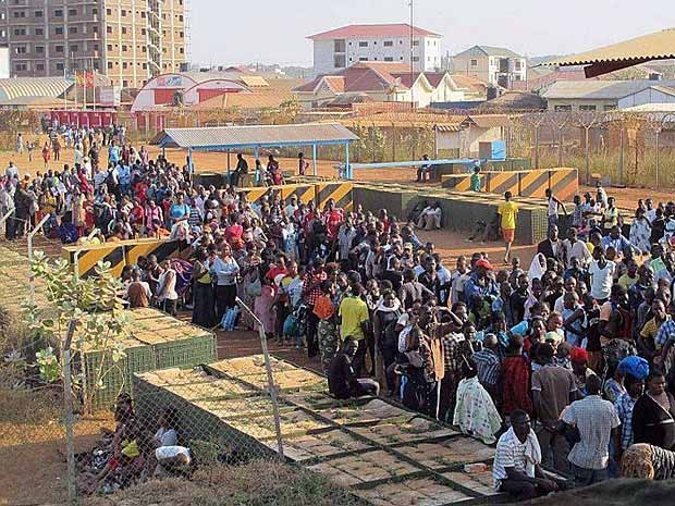 Civis procuram refúgio na base da ONU em Juba, no Sudão do Sul (Foto: ONU / UNMISS)