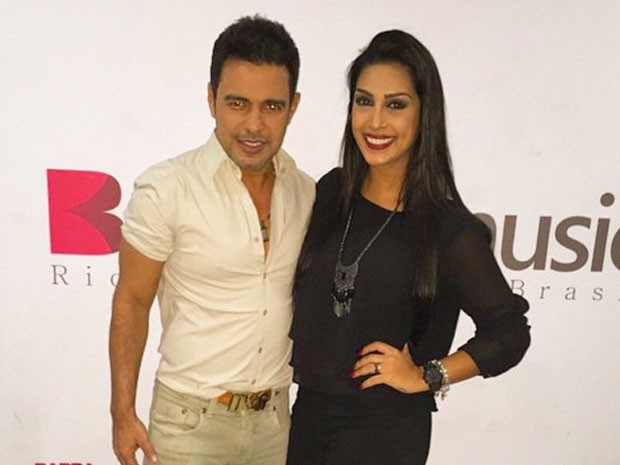Zezé Di Camargo e ex-BBB Amanda em show no Rio (Foto: Instagram/ Reprodução)