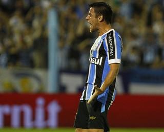 Ramiro comemora gol sobre o Novo Hamburgo  (Foto: Lucas Uebel/Grêmio)