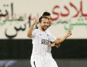 BLOG: Éverton Ribeiro marca dois, e Valdivia faz primeiro gol nos Emirados Árabes