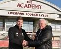 Gerrard volta ao Liverpool como técnico das divisões de base