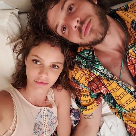 Chay Suede e Laura Neiva (Foto: Reprodução / Instagram)