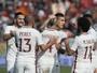 Roma vence o Crotone e segue na cola do Juventus na briga pelo título