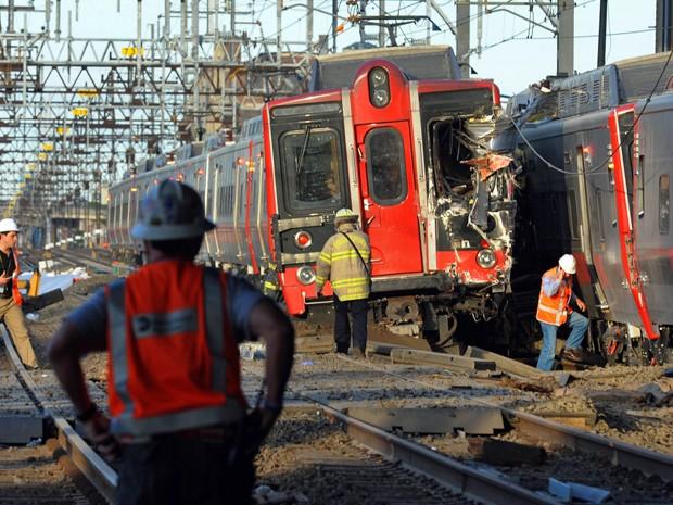 Trens colidem em Connecticut e deixam várias pessoas feridas. (Foto: AP Photo/The Connecticut Post, Christian Abraham)