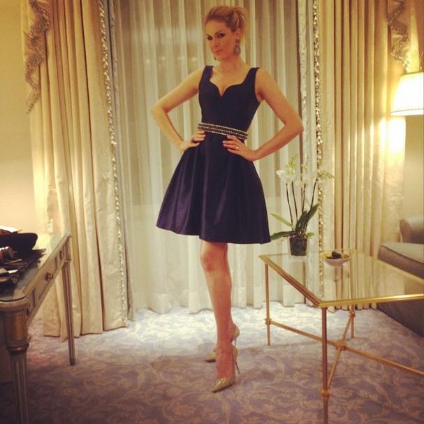 Ana Hickmann exibe look e seguidores chamam de Barbie