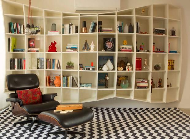 cadeira-poltrona-charles-eames-conforto-estante (Foto: Edu Castello/Editora Globo)