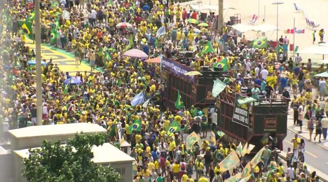 Manifestantes fazem atos a favor de Jair Bolsonaro no Rio de Janeiro e em Brasília